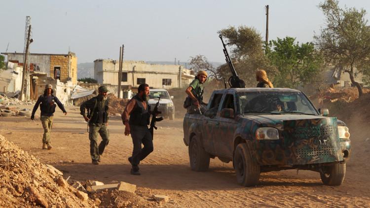 Los combatientes rebeldes cerca de la ciudad siria de Idlib, mayo de 2015