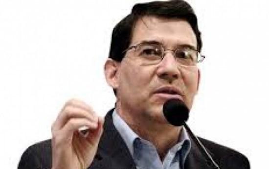 Una masiva campaña circula por redes sociales para desprestigiar al periodista Raúl Peñaranda