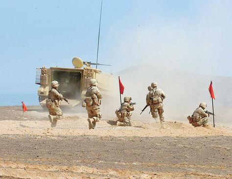 Maniobras. Ejercicios militares como éste se ejecutan desde el domingo en la zona próxima a la frontera.