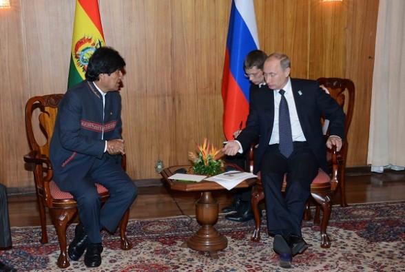 El presidente Evo Morales junto al mandatario Vladimir Putin, en una reunión en Brasil en 2014.   Foto archivo -   Abi Agencia
