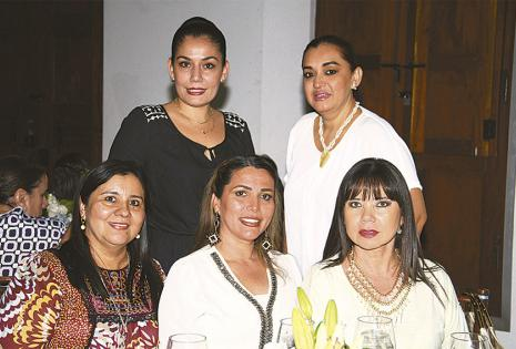 Margoth Antelo, Cecilia Rea, Gladys Mercado, Jacqueline Terán y Ely Raldes