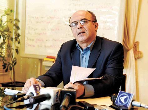 Conferencia. El ministro de Defensa, Reymi Ferreira, explica detalles de la compra de radares, ayer.
