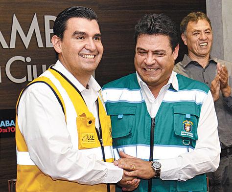 Acto. Leyes y Revilla, durante el encuentro 'institucional' en Cochabamba.