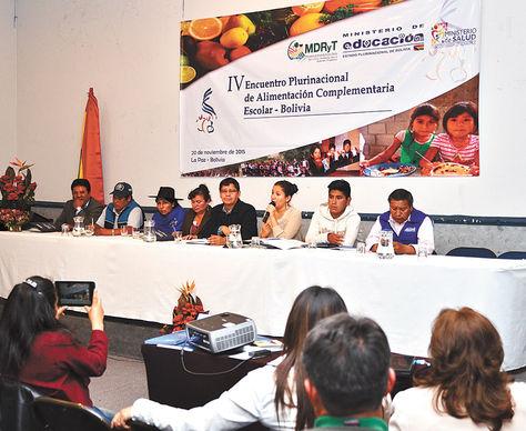 Reunión. Alcaldes y representantes de 339 municipios participaron en un encuentro de alimento escolar.