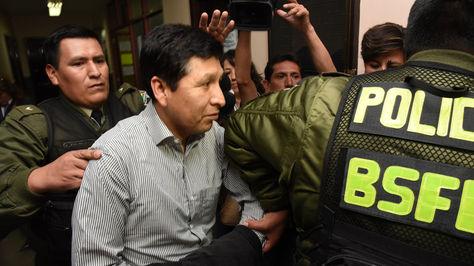Ex juez, Ernesto Escobar, ingresando a la audiencia de medidas cautelares, por el caso extorción.