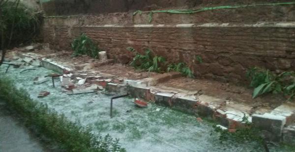 Un muro cayó en Sucre por el fuerte granizo que se produjo este miércoles