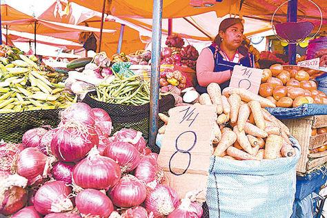 baja. En el mismo Rodríguez se vende a Bs 8 la cuartilla de cebolla. Foto: Miguel Carrasco