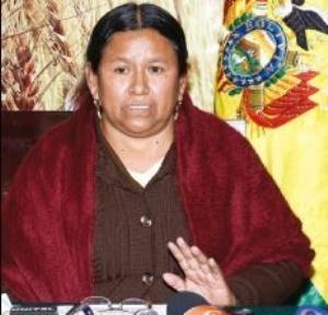 Opositores piden la aprehensión de Nemesia Achacollo