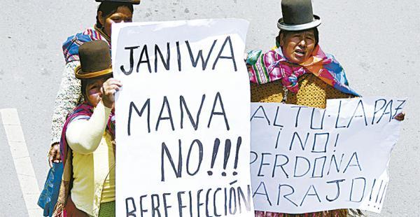 En La Paz de a poco cobra fuerza la campaña contra la reforma de la Constitución. Piden el voto del No