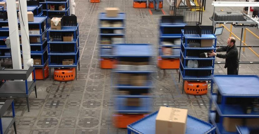 ama Amazon duplica la presencia de robots en sus principales almacenes