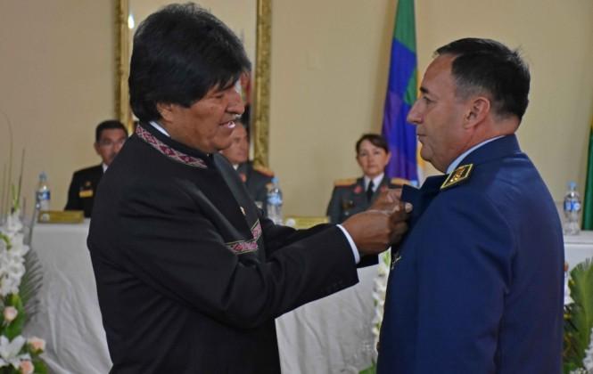 El Presidente expresa su confianza en las FFAA en momentos en que el comandante es acusado de irregularidades