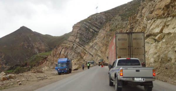 Un accidente en la carretera Cochabamba- Oruro dejó el saldo de seis personas fallecidas