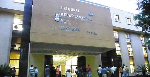 La justicia tarijeña condenó a cinco años de cárcel a uno de sus administradores, encontrado culpable por el delito de prevaricato