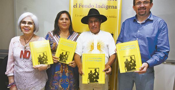 Presentados por Maggy Talavera (2da. de la izq.), el diputado Rafael Quispe y Diego Ayo dieron su informe