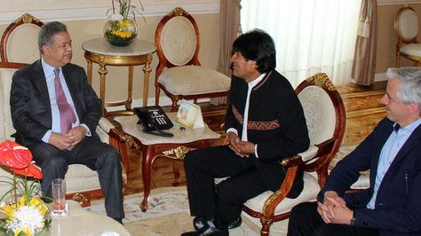 El presidente Evo Morales se reúne con el jefe de misión de observadores de la OEA Leonel Fernández