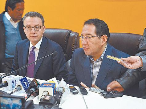 Sucre. Antonino de Leo, de la UNODC, y el fiscal Ramiro Guerrero, ayer.