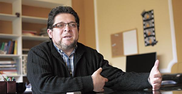 Exeni visitó ayer Santa Cruz para presentar el libro Comicios mediáticos II, que él coordinó