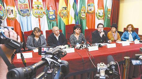 Autoridades. Los vocales del Tribunal Supremo Electoral (TSE), en una conferencia en agosto.