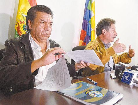 La Paz. Padilla (izq.) y Navarro en rueda de prensa. Fue en 2015.
