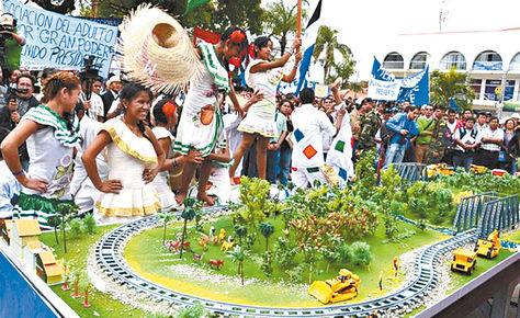 festejo. Imagen del acto de inauguración de las obras de la vía férrea Montero-Bulo Bulo, en 2013. Foto: ecoinformativo.com