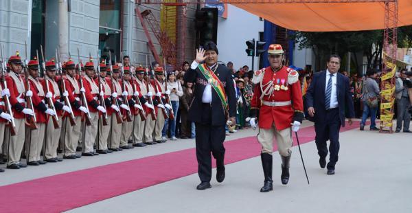 El presidente Evo Morales llegó a Oruro para participar de los actos por sus 235 años de vida