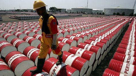 Un empleado de una refinería de petróleo. Foto: RT