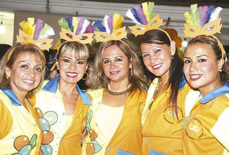 Ana Morales, Marisol López,  Patricia Serrano y Elizabeth Rodríguez bien uniformadas