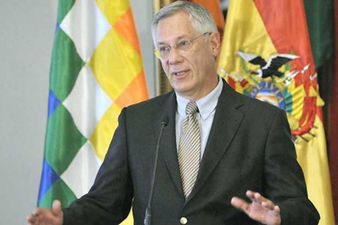 AGENTE. El ex presidente Eduardo Rodríguez Veltzé se dirige a los periodistas, en una conferencia de prensa reciente