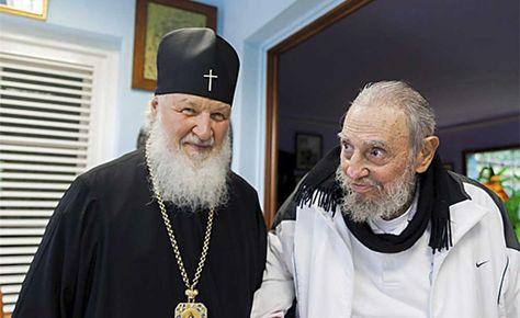 El patriarca ruso Kirill junto a Fidel Castro (der.). Foto: AFP