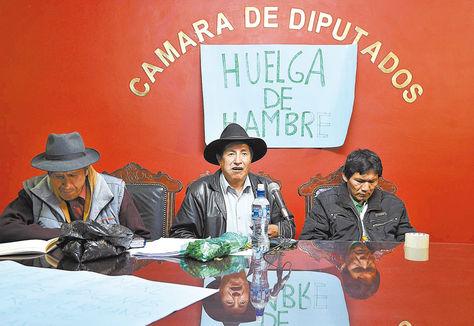 Hemiciclo. El diputado opositor Rafael Quispe, en el Salón Rojo de Diputados, en huelga de hambre.
