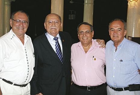 Camilo Parada, Róger Vaca Diez (presidente del Club Social), Luis Saavedra Bruno y Róger Landivar
