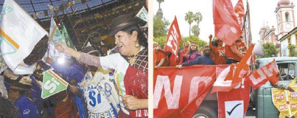 Un grupo de seguidores de la opciónSí en el cierre de campaña del oficialismo enQuillacollo. Ayer, seguidores delNo recorrieron las calles de varias ciudades para pedir el voto por esa opción.