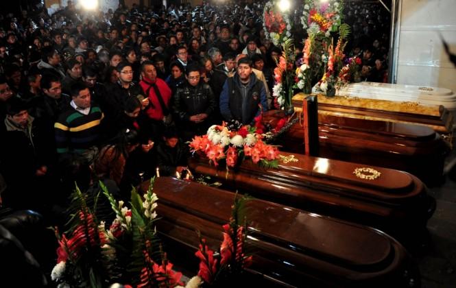 Una ciudad conmocionada se apresta a enterrar a sus muertos