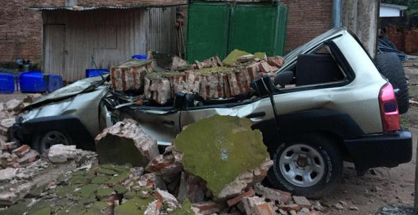 Ráfagas de viento y una fuerte tormenta dejaron graves daños materiales en Yacuiba