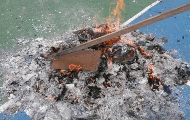 En Santa Cruz queman papeletas y postergan la votación en dos circunscripciones