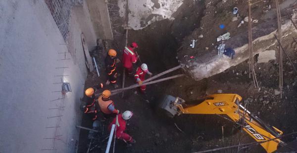 La desgracia se registró en una construcción particular y se busca rescatar los cadáveres de los trabajadores.