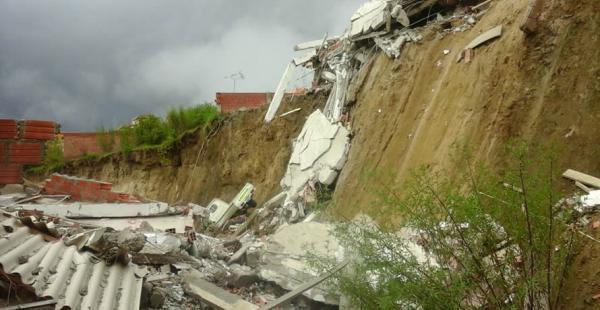 Deslizamiento en Jupapina. Hay 11 familias afectadas, 15 hectáreas deslizadas