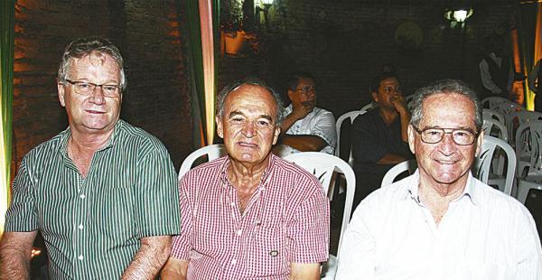 Pedro Rivero Jordán (director ejecutivo de EL DEBER), Róger Landívar y Constantino Weise, cruceños destacados