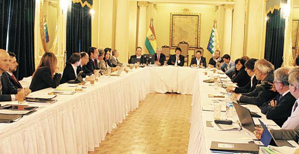 Al encuentro en Palacio llegaron expertos para analizar el contexto económico