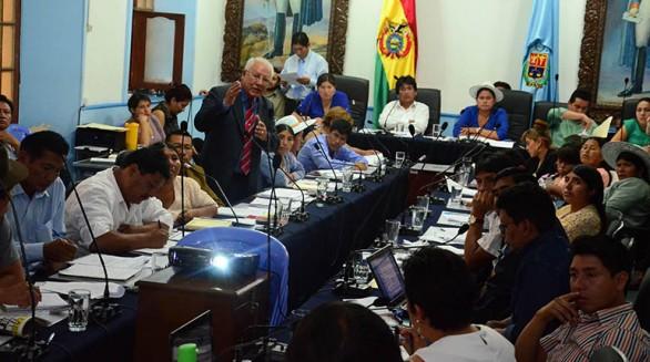 El presidente de la Empresa Misicuni, Jorge Alvarado, en la Asamblea Departamental, ayer. - José Rocha Los Tiempos