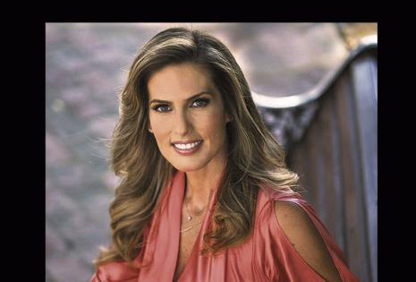 Jimena Antelo | Red PAT | La presentadora del programa No Mentirás pide entre 600 y 700 dólares por dirigirse al público máximo por dos horas. La gente la prefiere como imagen corporativa por su seriedad.