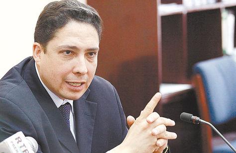 Autoridad. El procurador general delEstado, Héctor Arce.