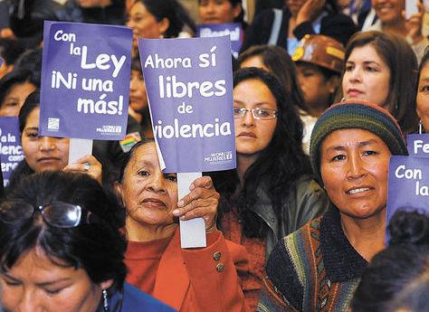 Un grupo de mujeres durante una manifestación a favor de una ley en contra de la violencia de género