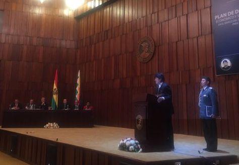 El presidente Evo Morales en la promulgación de la ley del Plan de Desarrollo Económico y Social
