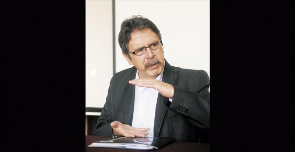 El contralor general, Gabriel Herbas, fue diputado por el MAS
