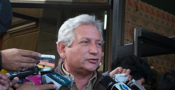 El Gobernador de Santa Cruz llegó a la sede de gobierno para reunirse con la bancada electa de Unidad Demócrata.