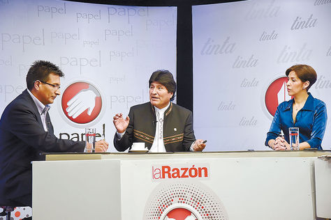 diálogo. El presidente Evo Morales en el primer programa de La Razón en Cadena A, Piedra, papel y tinta. Foto: Pedro Laguna