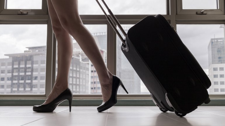 La azafatas llevaban dinero en efectivo escondido en el doble fondo de su equipaje