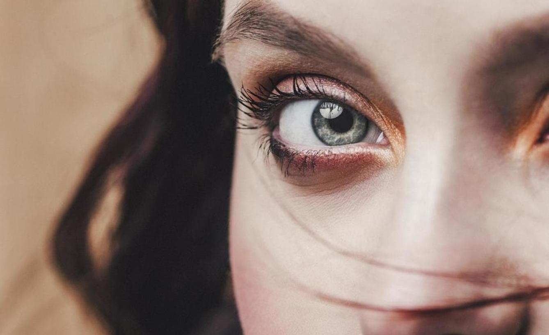 Ojito con su mirada: ¿tiene las pupilas dilatadas? (iStock)