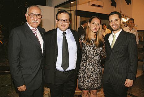 /FORMALIDAD. Gustavo Gandarillas, Luis Fernando Saavedra, María Inés Saavedra Y Juan Pablo Saavedra, en la cordial recepción